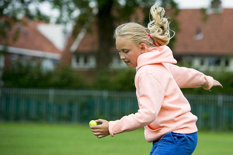 ©foto: Hoge Noorden / Jacob van Essen foto dd 13-07-2015 Bente van Dam doet aan Kaatsen Heit en Mem Afuk     .